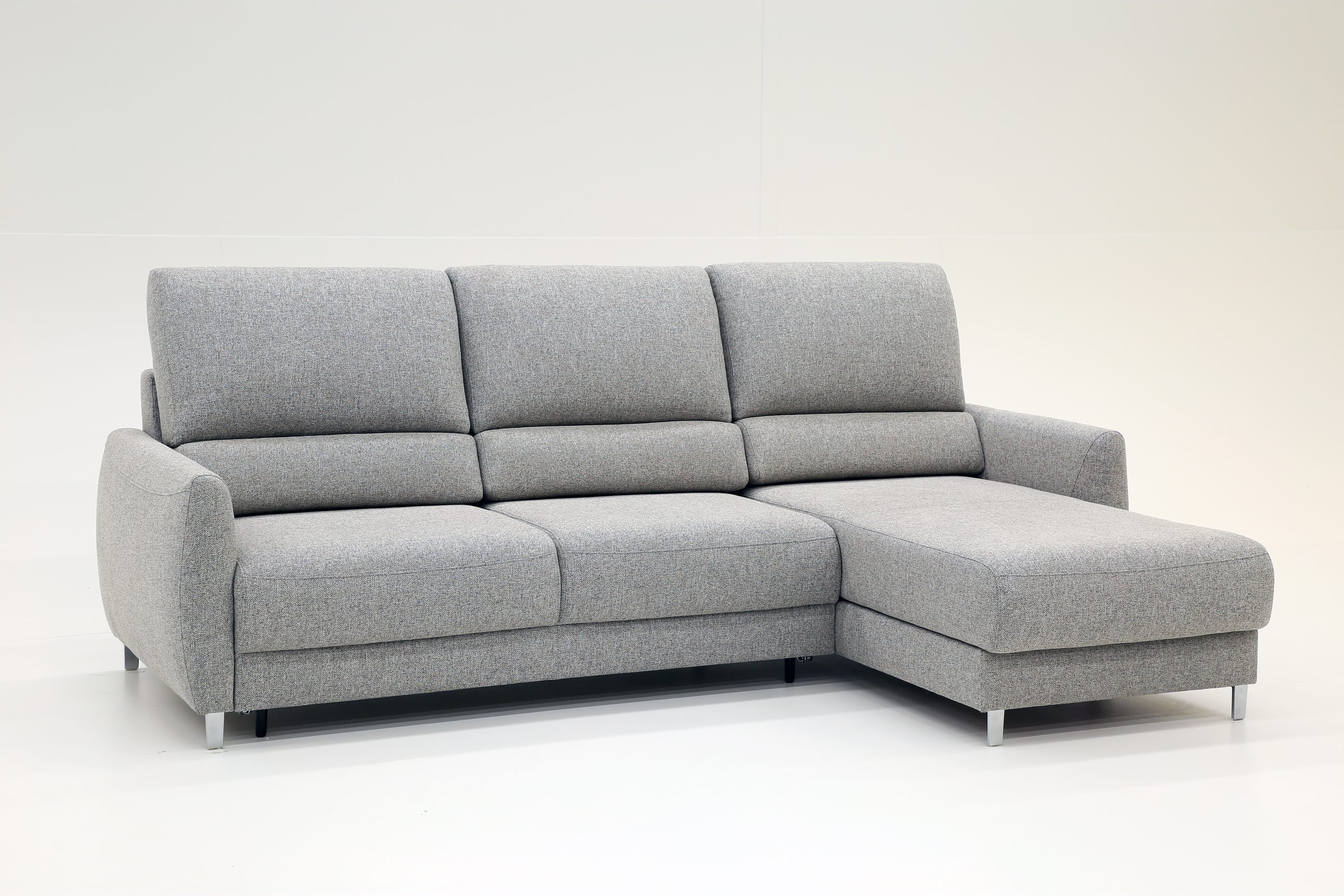 Superb Delta Sectional Sofa Sleeper Rhf By Luonto Furniture Beatyapartments Chair Design Images Beatyapartmentscom