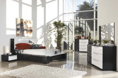 Black White Bedroom Furniture: B850 Piroska Black/White Bedroom Set Signature Design By